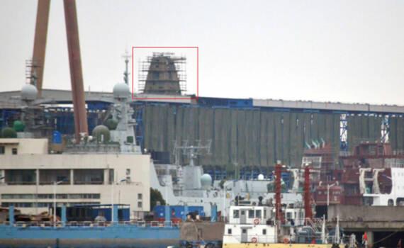 中国速度!055大驱2号舰已露出桅杆