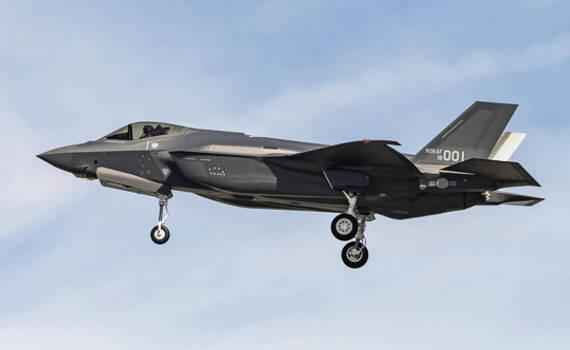 中国周边隐形战机又增一国:韩国首架F-35A试飞