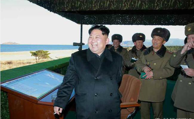 金正恩指导火炮射击训练