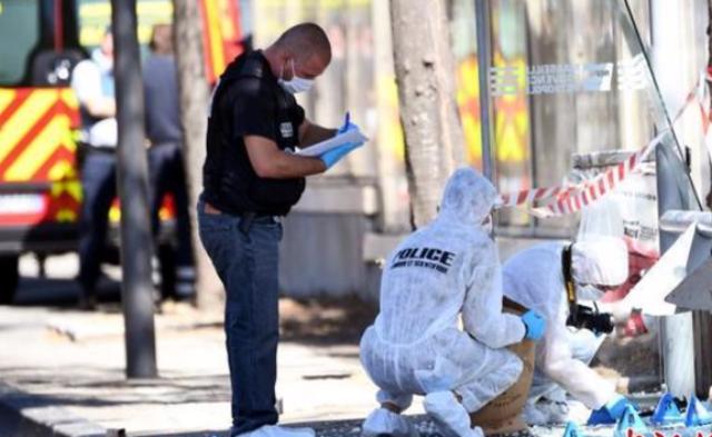 法国马赛汽车冲撞民众致1死1伤丨现场图