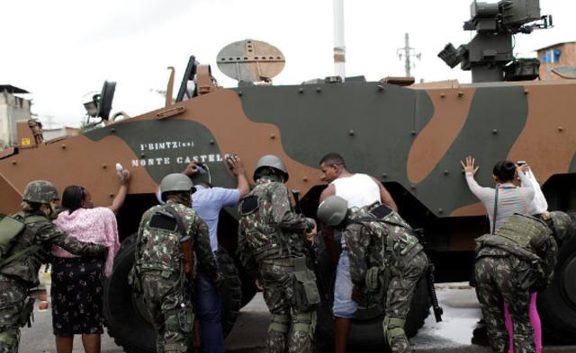 巴西数千士兵进入贫民窟