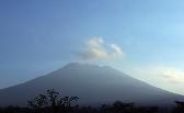 巴厘岛火山爆发在即 当地居民紧急撤离|组图