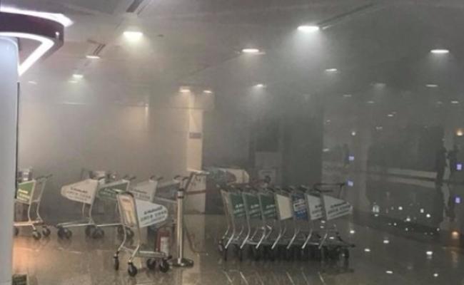 台湾桃园机场发生火灾 现场烟雾弥漫