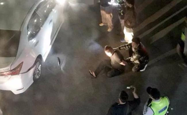 毒贩驾车冲撞拒捕 警察连开10枪