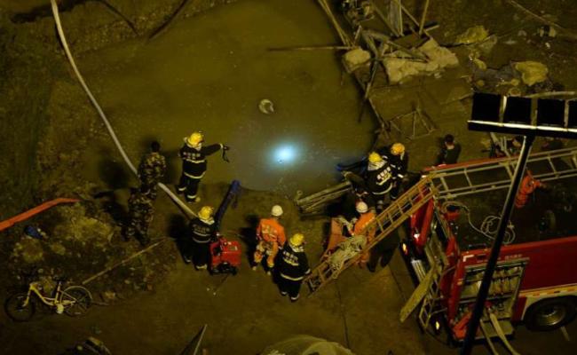 道路改造工地突然爆管 两工人未能逃生
