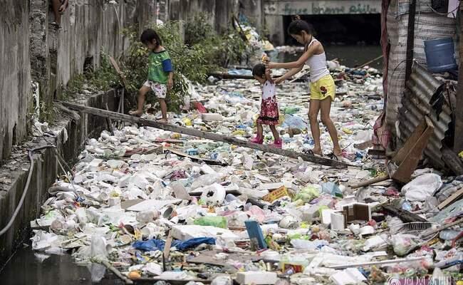 这是菲律宾贫民窟的河流
