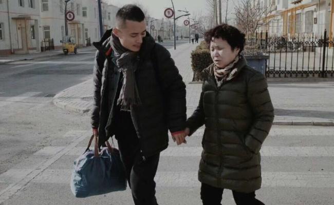 春节影像征集:我与妈妈的牵手合影