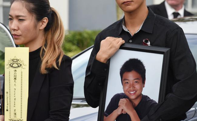 美国全军礼安葬校园枪击案华裔少年