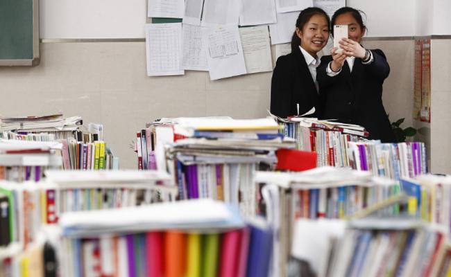 高考百日倒计时学生备战 教室如图书馆