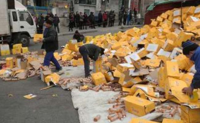 辽宁:7万瓶饮料满地滚之后