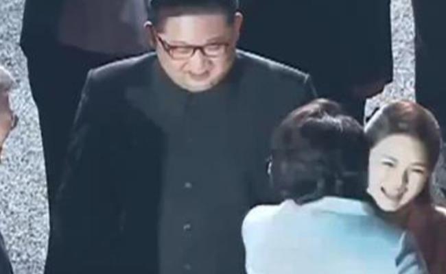 朝韩首脑晚宴结束 李雪主拥抱告别