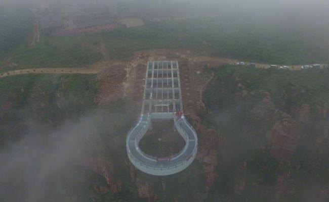 中原第一悬崖玻璃廊桥完工