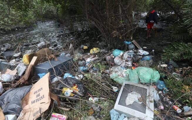 奥运仅剩15天 巴西才清理这条垃圾河