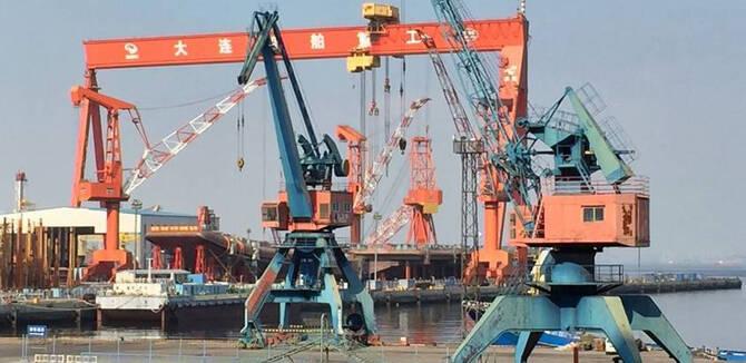目标航母战斗群:大连造船厂同时造航母与052D