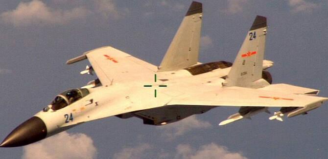 中国歼11战机东海驱逐美军P8A 4枚导弹强力维权