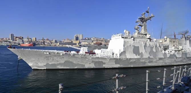 战备水平有多高?韩驱逐舰访问海参崴 主炮成冰棍