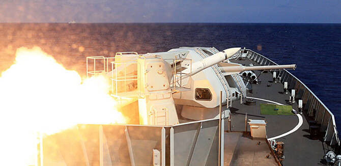 海军上百舰艇数十战机南海演练:导弹齐射场面震撼