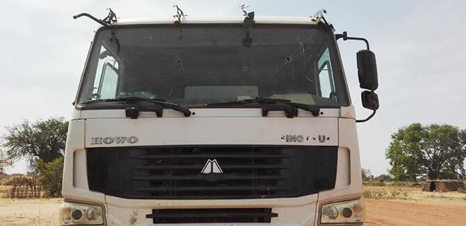解放军用卡车剪影手绘素材