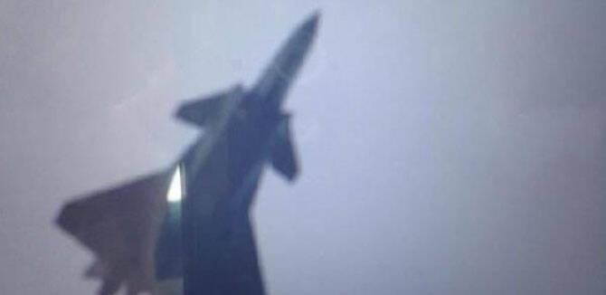 2015号歼20首飞 中国今年首飞5架5代机远超俄