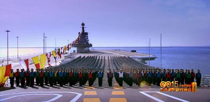 辽宁舰近千官兵齐聚航母甲板拜年:能打仗打胜仗