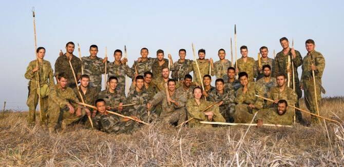 中美澳联演官兵大合影 澳洲丛林狩猎钓鱼练生存