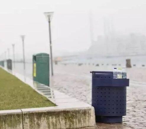 """你知道丹麦街头为何那么多""""身材矮小""""的垃圾桶吗?答案很暖心"""