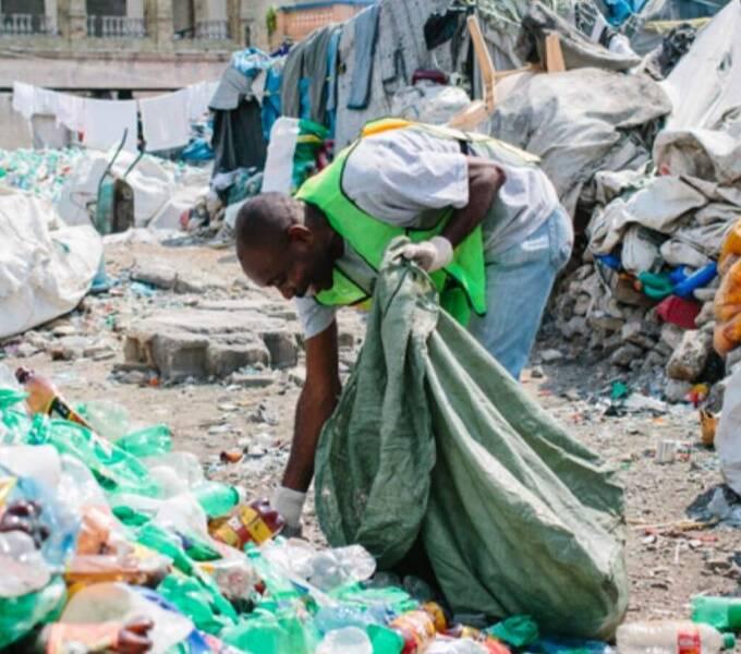 """海地这家""""塑料银行""""用区块链技术收废品"""