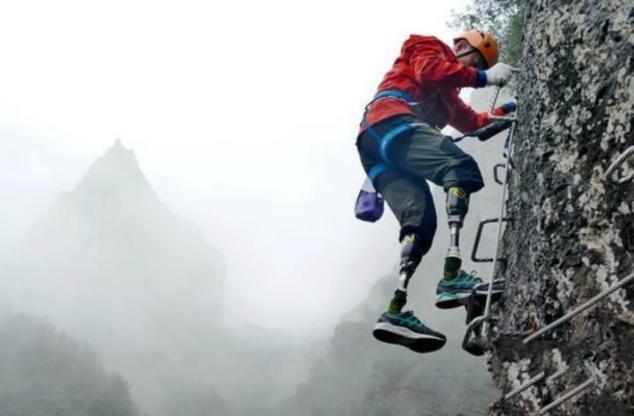 """七旬""""无腿""""挑战攀岩 实现登顶珠峰梦想"""