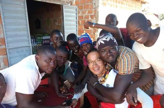 中国小伙骑车360天从非洲回国 为非洲人募捐