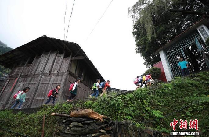 实拍贵州大山深处教学点,了解真实的乡村小学