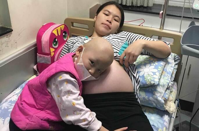 女儿患病无钱手术 待产妈妈