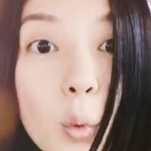 赵薇美拍晒短发造型 挑眉噘嘴逗趣图片