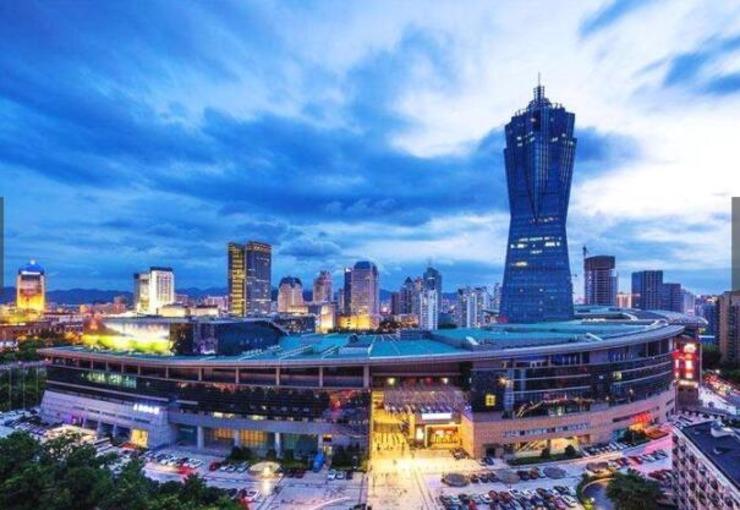 6、杭州,浙江省省会,是浙江省的政治、经济、文化、教育、交通和金融中心,2016年的地区生产总值为1