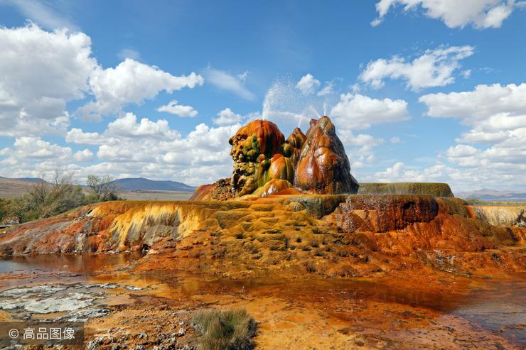 因一个失误凿井变喷泉 如今却成绝美景观