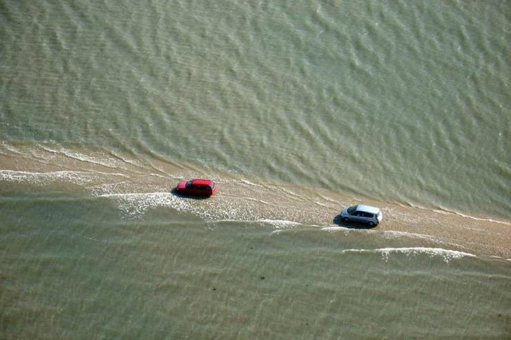 passage du gois: a tidal causeway in france