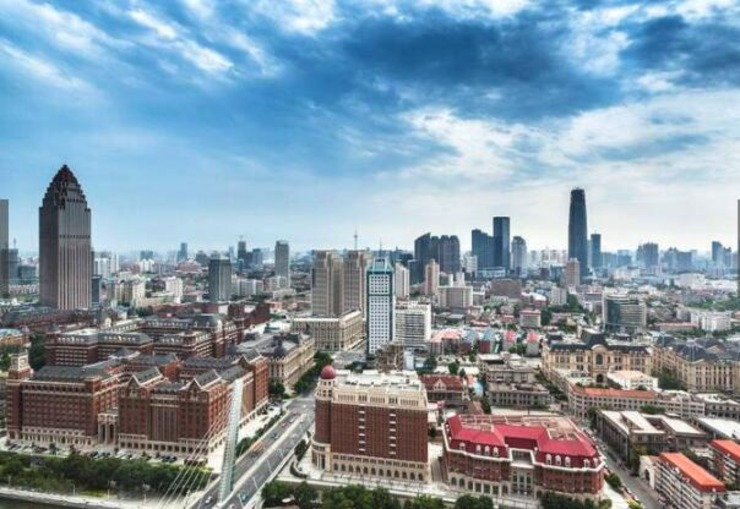 """1、天津,中华人民共和国直辖市,首批沿海开放城市,天津滨海新区被誉为""""中国经济第三增长极""""。2016"""