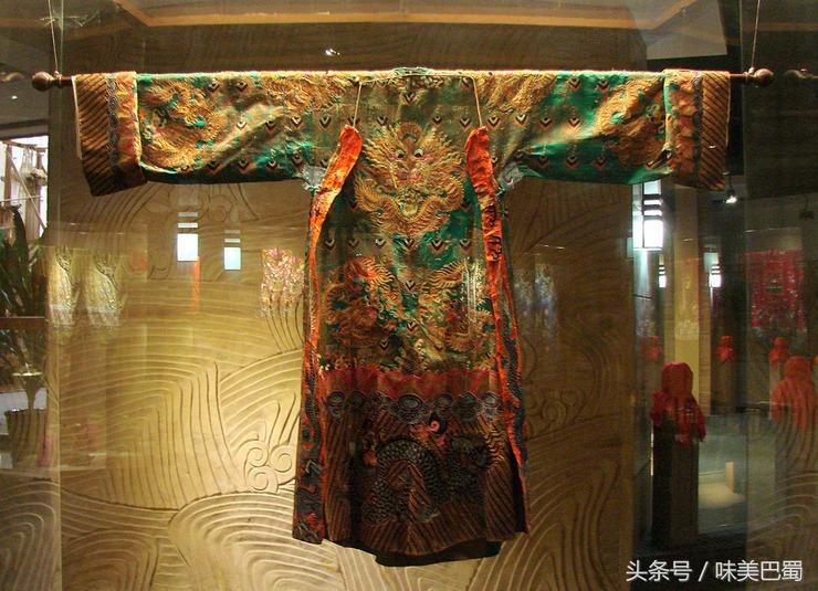 博物馆有历代蜀锦,蜀绣,服饰,纺织机具展示;蜀绣制作工场;蜀锦,蜀绣图片