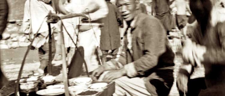 1920年兰州旧照:小贩卖得是啥面?