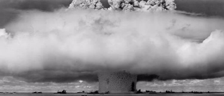 """绝密老照片""""核弹"""",""""UFO"""",""""51区""""还有那些耸人听闻的故事"""