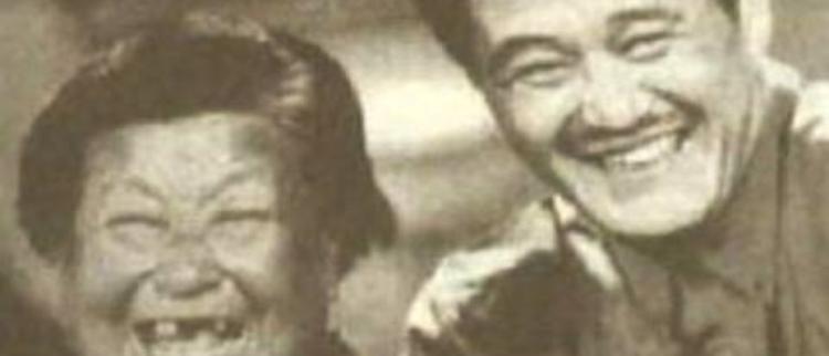 61岁赵本山看望88岁干妈