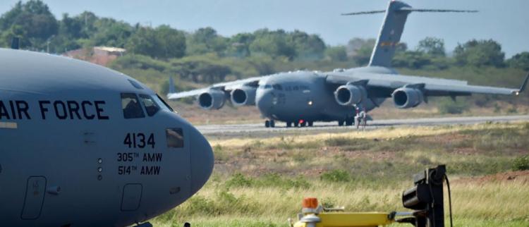 美国用军机向委内瑞拉运送物资