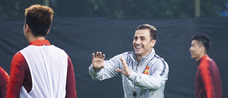 中国杯前瞻:卡帅与国脚互动气氛欢乐