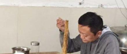 大佬们晒饭局时,马云在一个人吃这个