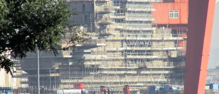 速度极快:国产航母舰岛布满脚手架