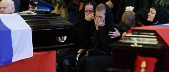 俄罗斯为92名坠机遇难者举行葬礼
