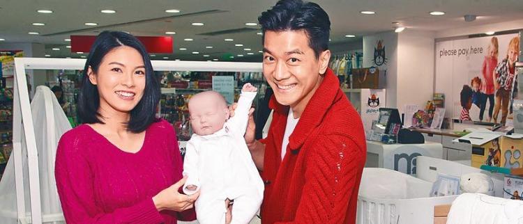 """5亿女婿""""黎诺懿陪妻买婴儿衫"""