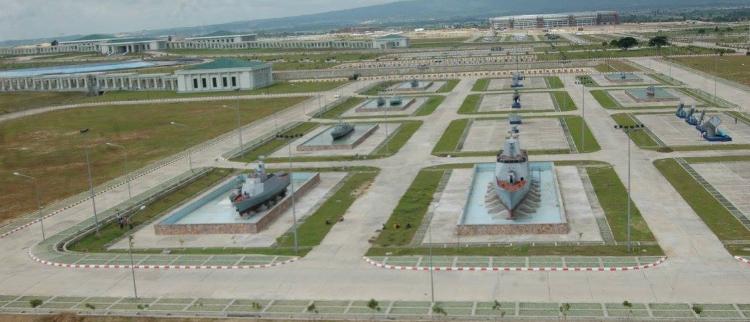 """世界最大军事博物馆 """"中国战舰""""上岸"""