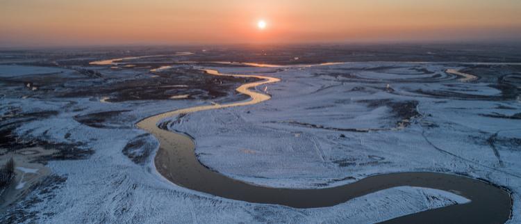 黑龙江:夕阳下的穆棱河