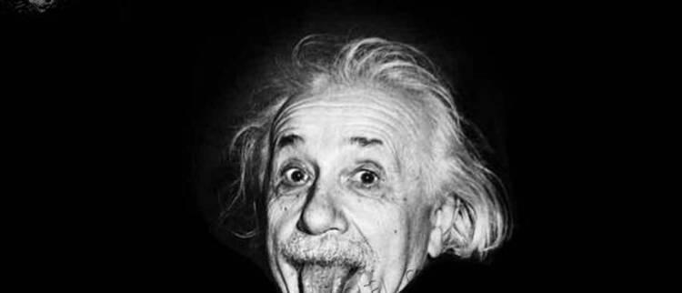 爱因斯坦仿真机器人问世:吐舌头画面神还原