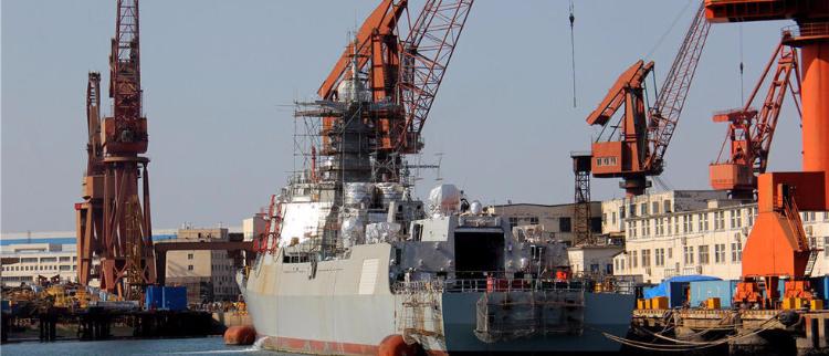 大连造船厂第三艘052D舰体已成型